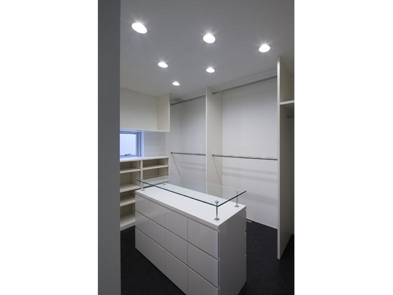 6Court-House-Closet